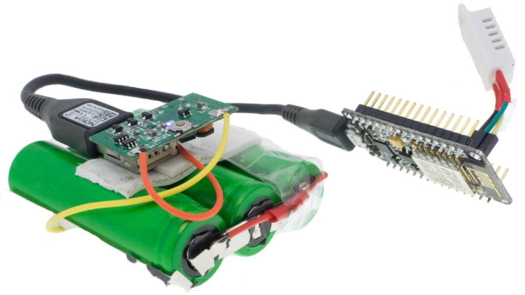 ESP8266 na NodeMCU Amica Board z zasilaniem bateryjnym oraz czujnikiem DHT22