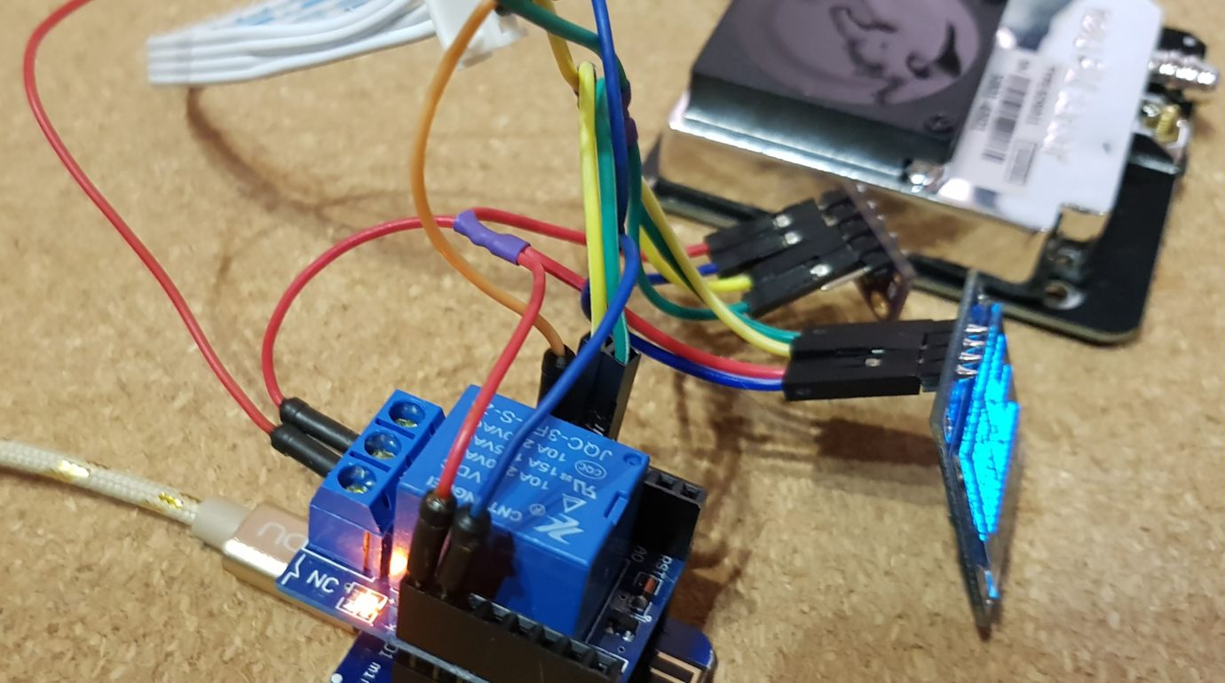 SDS011, ESP8266, BME280, SSD130 and Wemos Relay Shield - Relay ON
